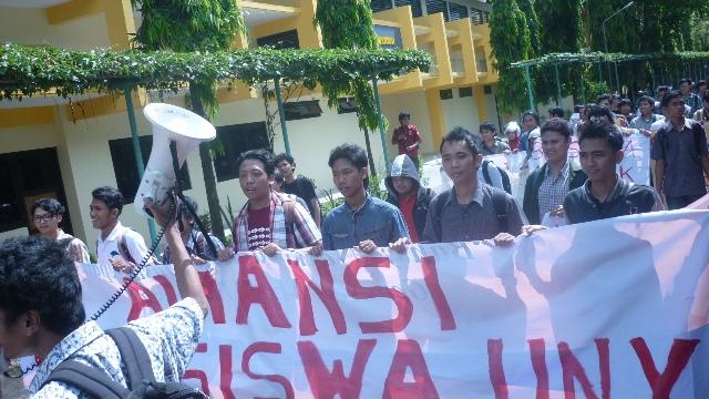 aliansi mahasiswa  uny